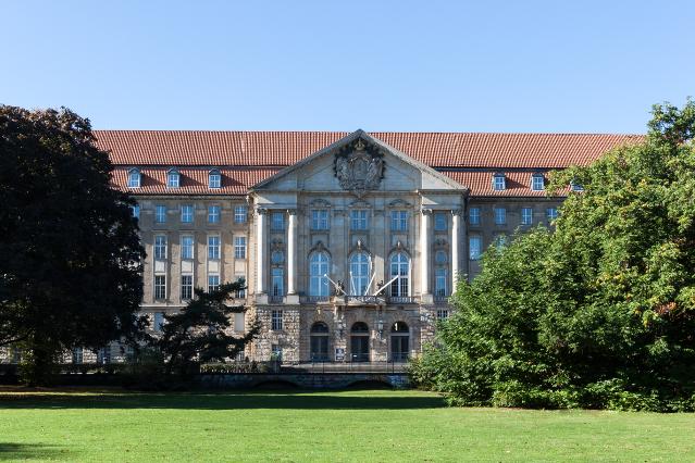 Акционеры ЮКОСа потребовали 42 миллиарда долларов через немецкий суд
