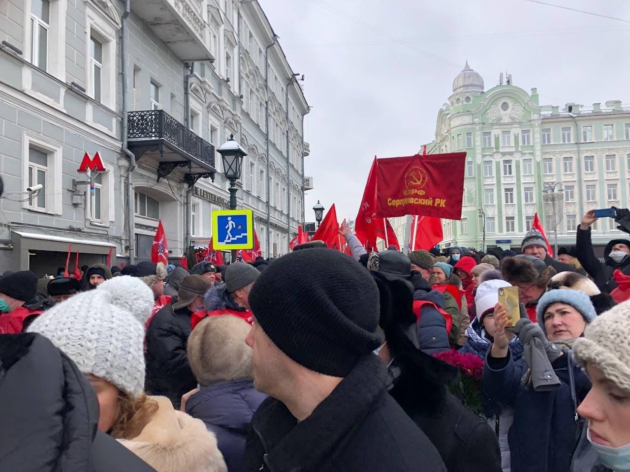 Шествие КПРФ в центре Москвы прошло без задержаний