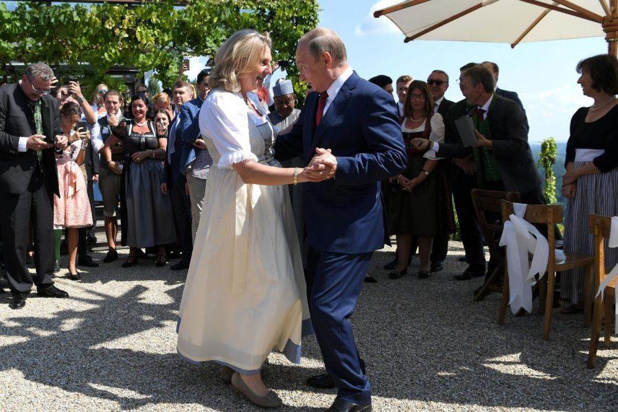 Удачно потаннцевали